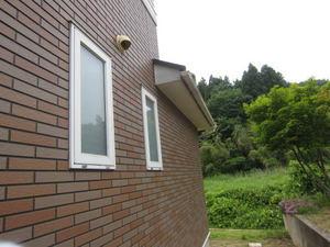 スズメバチが出入りする風呂場の換気口 伊達市、2012年.jpg