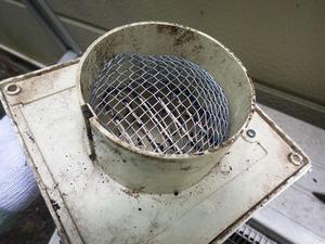 三春町で換気口へのスズメバチ侵入防止対策の事例.jpg
