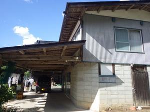 壁に蜂の巣がある現場(福島県古殿町).jpg