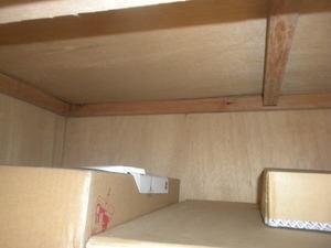 押し入れの天井に微妙な隙間が 2012年、郡山市.jpg
