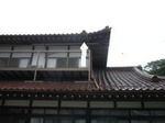 2階の軒下に作ったスズメバチの巣(福島県白河市).jpg