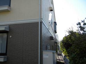 キイロスズメバチが2階の換気扇フードに巣(郡山市、2010年10月上旬).jpg