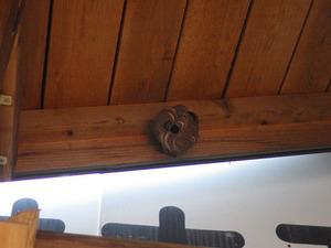 会津若松市で玄関天井のスズメバチの巣.jpg
