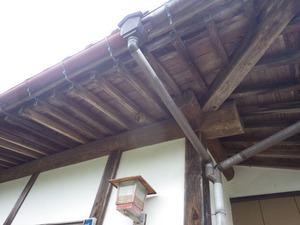 福島で軒下のスズメバチの引っ越し巣を駆除.jpg