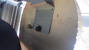 郡山市で室外機内部のアシナガバチの巣.jpg