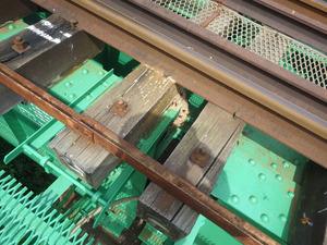 郡山市で橋梁下のスズメバチの巣.jpg