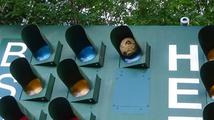 郡山市で電光掲示板のスズメバチの巣.jpg